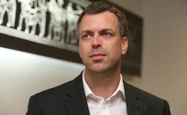 »Komercialni ponudniki bodo morali izgraditi omrežje v treh letih od izkazanega tržnega interesa,« pravi novomeški župan Gregor Macedoni. Foto Igor Zaplatil