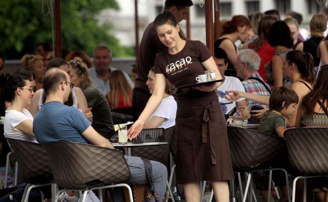 Največja ponudba študentskih del je v gostinstvu. FOTO: Roman Šipić