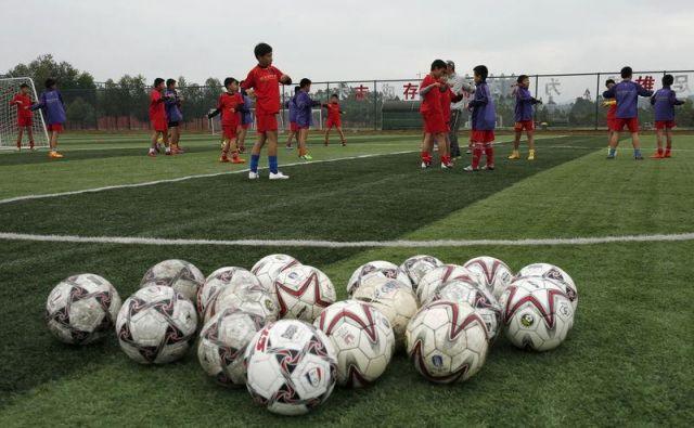 Nismo še slišali, da bi moral biti nogomet financiran do mere, ki še pomeni podporo gospodarstvu. FOTO: Reuters