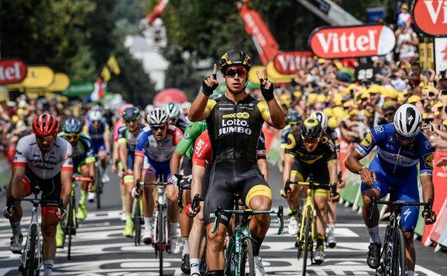 Številka tri za tretjo etapno zmago 25-letnega Dylana Groenewegna na Touru. FOTO: AFP