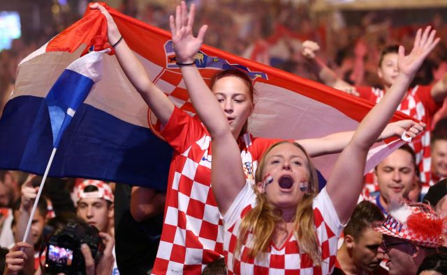 Soccer Football - World Cup - Semi-Final - Croatia v England - Zagreb, Croatia - July 11, 2018. Croatia's fans watch the broadcast of the World Cup semi-final match between Croatia and England in the fan zone. REUTERS/Antonio Bronic Foto Antonio Bronic Reuters