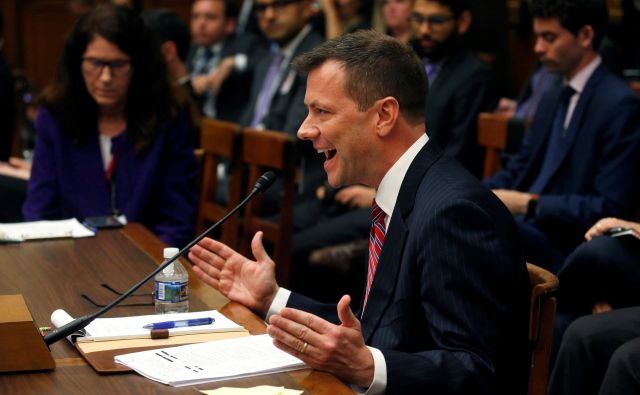 Še pred prihodom zdaj že razvpitega agenta zvezne policije FBI Petra Strzoka (na sliki) v poslanski dom kongresa je bilo jasno, da bo ozračje napeto do skrajnosti. FOTO: Reuters