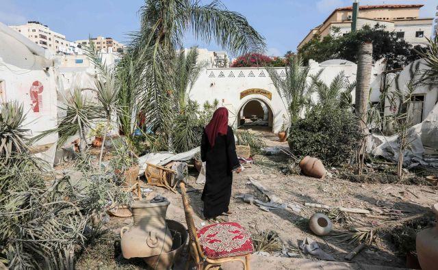 Po navedbah zdravstvenega ministrstva območja Gaze sta v izraelskih napadih umrla 15- in 16-letnik, še 25 ljudi je bilo ranjenih. FOTO: Mahmud Hams/AFP