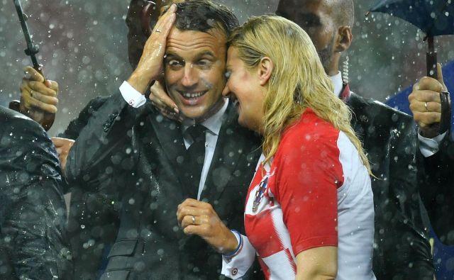 Macron in hrvaška predsednica sta se - sodeč po fotografijah - zelo dobro ujela. FOTO: Dylan Martinez/Reuters
