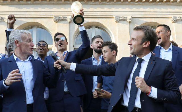 Emmanuel Macron je v predsedniški palači sprejel svetovne prvake, z njimi je zapel tudi marseljezo in zimzeleno I will Survive. FOTO: AFP