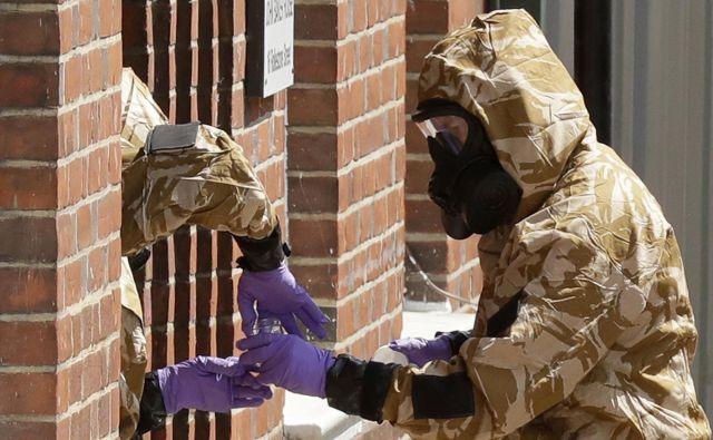 Britanska policija še ni potrdila, ali gre v obeh primerih zastrupitve za novičok iz iste zaloge. FOTO: Matt Dunham/AP