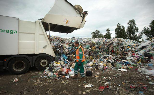 Na Barju se količine odpadne embalaže še povečujejo. FOTO: Jure Eržen
