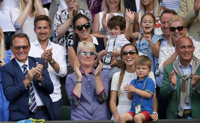 Tokratna zmaga je za Đokovića še posebaj čustvena, saj sta s tribun zanj navijala žena Jelena in sin Stefan. FOTO: Reuters
