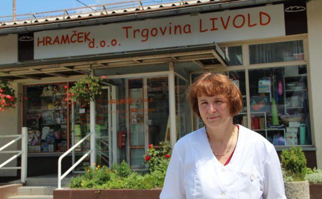"""""""Tu imamo to, kar hočemo imeti,"""" pravi Majda Štimec, lastnica livoldske trgovine. Foto Simona Fajfar"""
