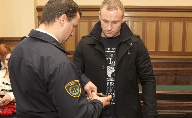 Sodišče je Gregorju Britovšku prisodilo odškodnino za čas, ko je bil v sobi s petimi sopriporniki. Foto Marko Feist