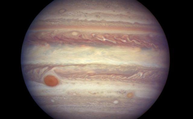Jupiter ima kar 79 lun. FOTO: AP
