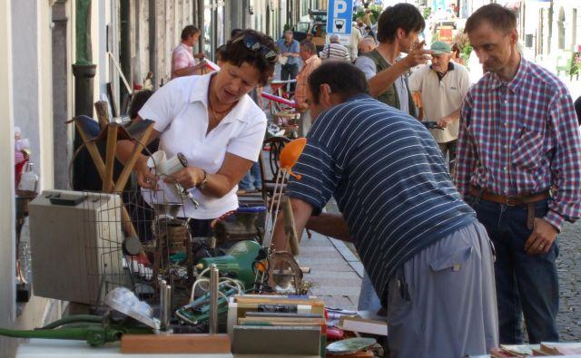 Utrip s kamniškega bolšjega trga bo začasno zamrl, saj kamniški zavod za turizem do nadaljnjega ukinja sobotne prodaje zaradi težav s povečanim prometom. FOTO: Zavod za turizem Kamnik
