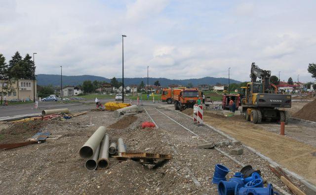 Prenova Zaloške ceste od Vevške do Kašeljske ceste teče po planu, končana pa bo predvidoma konec avgusta. Foto Janez Petkovšek