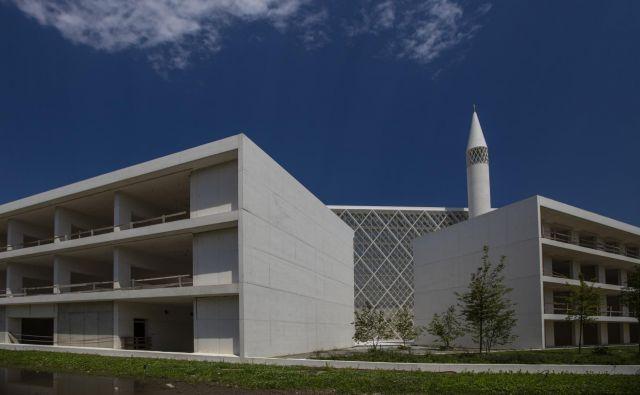 Temeljni kamen za ljubljansko džamijo je bil položen leta 2013, takrat so predvidevali, da jo bodo končali v treh letih, vendar se je gradnja zaradi finančnih težav zavlekla. FOTO: Voranc Vogel