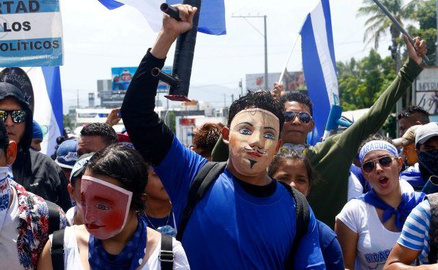 Študentje in mladi izobraženci so vnesli v državo spremembo, ki je vnela preostalo populacijo. FOTO: Reuters