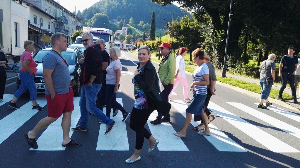FOTO:V Mislinji so organizirali protest, ker želijo cesto (VIDEO)