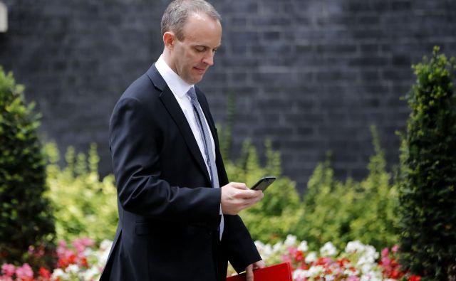 Novi britanski minister za izstop iz EU Dominic Raab je odšel v Bruselj z opozorilom evropske komisije članicam, naj se pripravijo na kaotičen brexit brez dogovora. FOTO: AFP