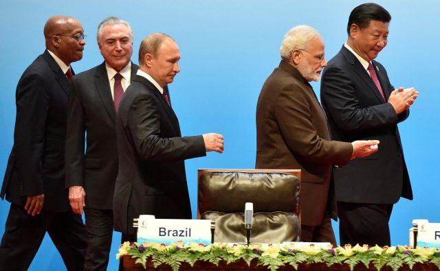 Voditelji Bricsa Jacob Zuma, Michel Temer, Vladimir Putin, Narendra Modi in Xi Jinping lani na Kitajskem FOTO: Reuters