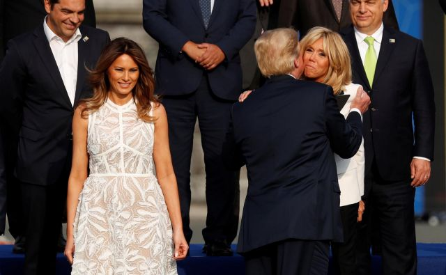 V Bruslju je pritegnila pozornost z belo obleko, ki jo je oblikovala libanonska kreatorka Elie Saab. FOTO: Reuters