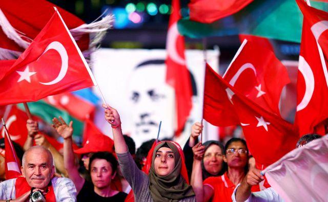Novi predsedniški sistem Recepu Tayyipu Erdoğanu omogoča, da odločitve sprejema z dekretom – brez podpore parlamenta. FOTO: Osman Orsal/Reuters