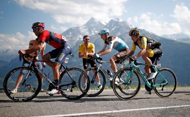 Roglič v družbi najboljših hribolazcev - Vincenza Nibalija in Romaina Bardeta.