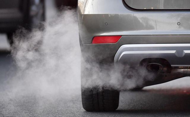 Vir prizemnega ozona so tudi avtomobilski izpuhi. FOTO: AP