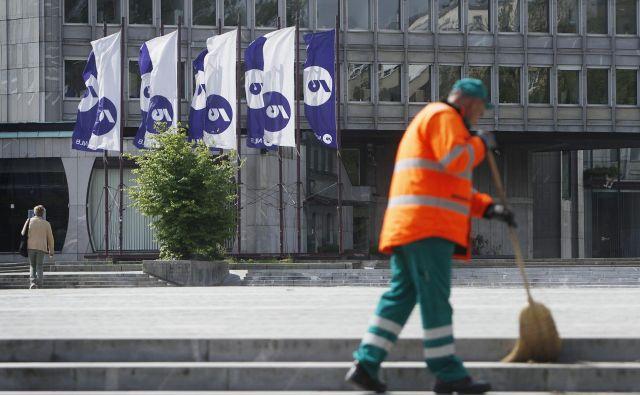 Večina političnih strank je podprla zaščito NLB, zdaj je na potezi SDH, da pripravi začetek njene privatizacije v jesenskem roku. FOTO: Leon Vidic/Delo