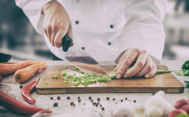 nož, začimbe, rezanje Foto Thinkstock