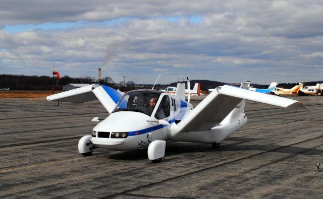 <em>The Transition </em>je prvo praktično leteče vozilo na svetu. Omogoča skladnost vožnje in hitrost letenja, prav tako pa bo imel avtonomno tehnologijo, ki bo vozilo naredilo bolj varno od vseh drugih manjših letal, piše na spletni strani podjetja.<br /> FOTO: Terrafugia
