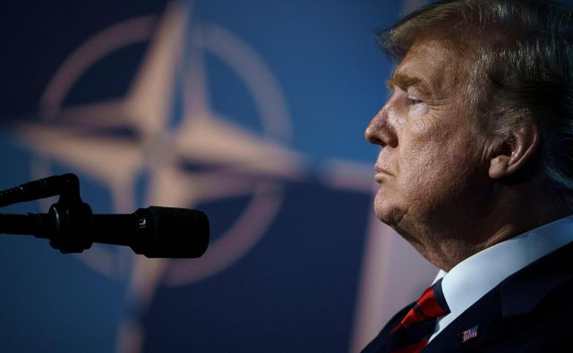 US President Donald Trump pauses as he addresses a press conference on the second day of the North Atlantic Treaty Organization (NATO) summit in Brussels on July 12, 2018. / AFP PHOTO / Brendan Smialowski Foto Brendan Smialowski Afp