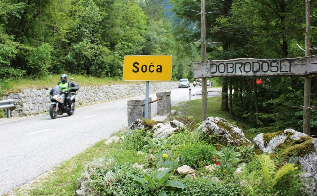 Po dolini dirkajo predvsem tujci, ki poznajo cesto. Foto Blaž Močnik