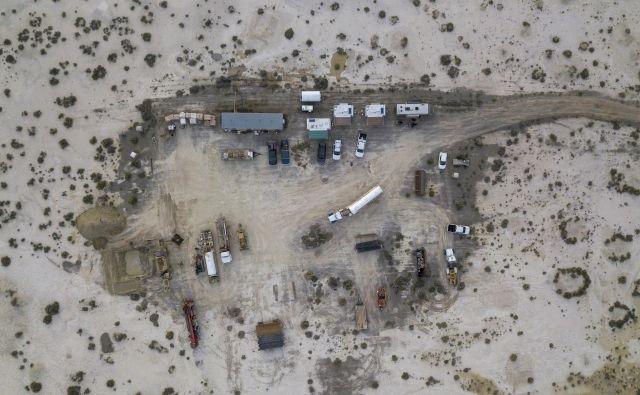 Improvizirano delovišče ob »svežem« najdišču litija v Južni Nevadi.<br /> FOTO: MATJAŽ KRIVIC