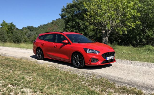 Ford focus je lep dokaz, da lahko družinski avtomobili združujejo uporabnost in dinamično vožnjo. FOTO: Aljaž Vrabec