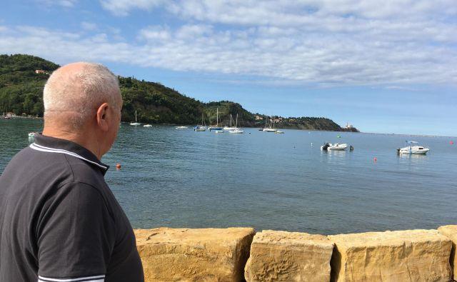 Marsikoga od starejših, še posebno tiste, ki še nikoli niso bili na morju, je strah stopiti na ladjico. FOTO: Karitas