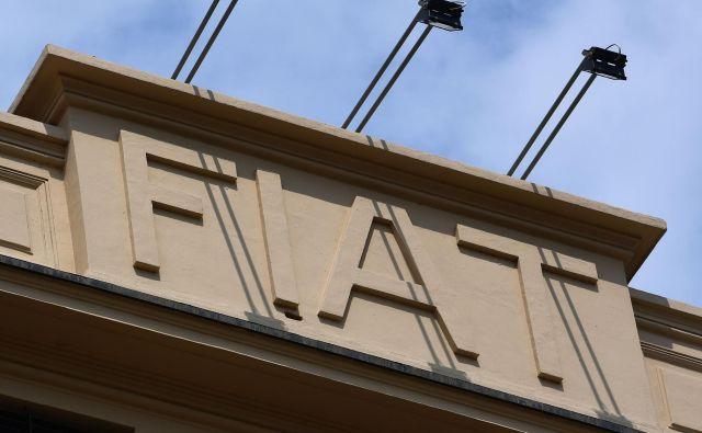 Sedež koncerna Fiat Chrysler Automobiles (FCA) v Torinu. Na hitro sklicani nadzorni odbor je v soboto zvečer imenoval novega prvega moža. FOTO: AFP