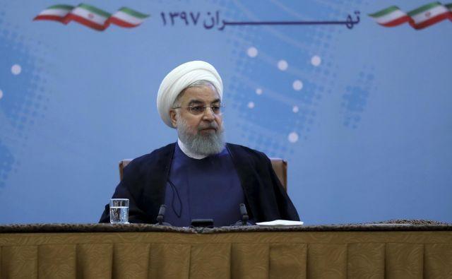 Hasan Rohani: Vedno smo zagotavljali varnost te ožine. Ne igraj se z levjim repom, ker boš to večno obžaloval. FOTO: AP