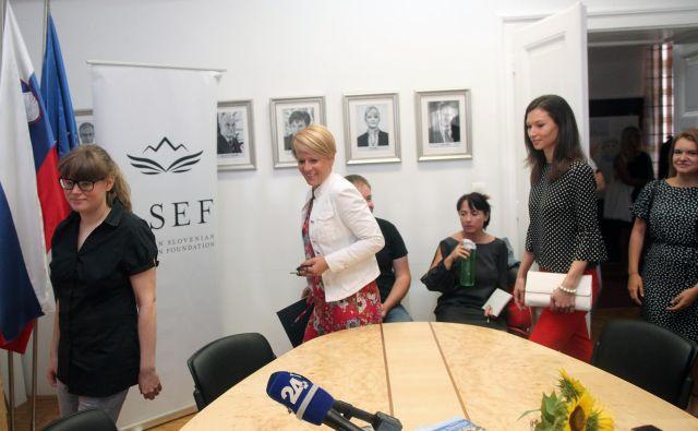 Angelika Vižintin (levo) je bila ena od 14 štipendistov, ki so se lani udeležili raziskovalnega obiska v ZDA; na fotografiji v sredini Aleksandra Pivec in Nina Troha, skrajno desno Michaela Gacnik, ki je na izmenjavi v Sloveniji. FOTO: Mavric Pivk/Delo