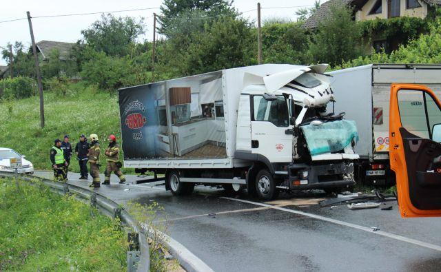 Za voznika tovornega vozila z bosansko registracijo je bil trk usoden. FOTO: Tanja Jakše Gazvoda