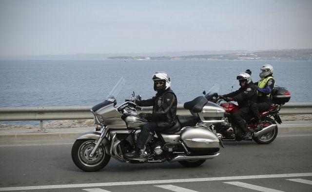 Vožnja z motornim kolesom je lahko uživaška, morebiti celo bolj od balinanja. Foto Blaž Samec