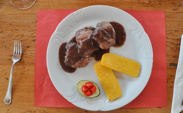 Svinjska ribica z rfoškoom in pršutom FOTO Uroš Mencinger