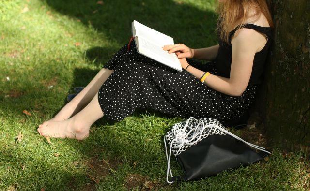 Ljubljanski knjižničarji opažajo, da bralci radi posegajo po novostih, o katerih se informirajo v časopisih, reviji <em>Bukla </em>in na spletnih straneh. FOTO Jure Eržen/DELO