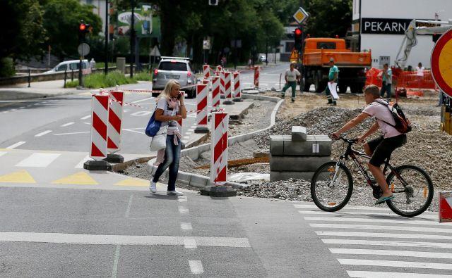 Obnova tržnice Koseze poteka hrati z zožitvijo Vodnikove ceste. FOTO: Leon Vidic