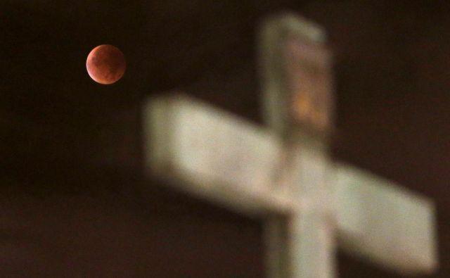 Lunini mrki še danes burijo domišljijo. FOTO: David W Cerny/Reuters