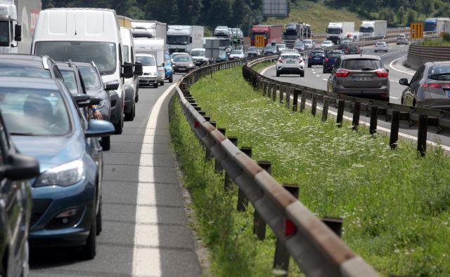 Prometni zastoji so lahko zelo utrudljivi. Foto Mavric Pivk/delo