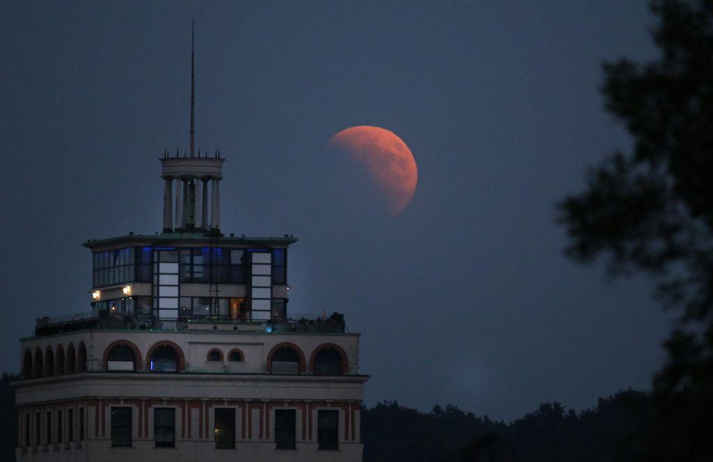 FOTO:Najdaljši popolni lunin mrk (FOTO)
