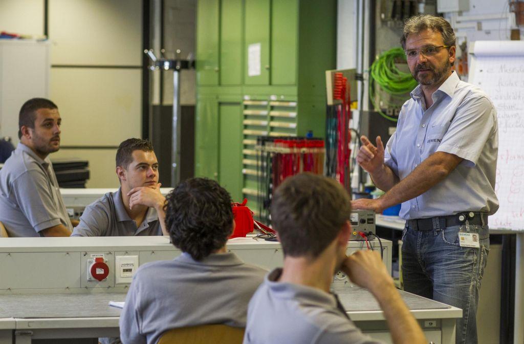 Zanimanja za kadrovske štipendije je manj, kot bi si podjetja želela