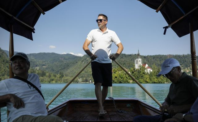 AVK je po enem letu ugotavljanja omejevanje konkurence pri izvajanju prevozov na Blejskem jezeru to potrdil, vendar se do zdaj ni spremenilo nič. FOTO: Uroš Hočevar/Delo