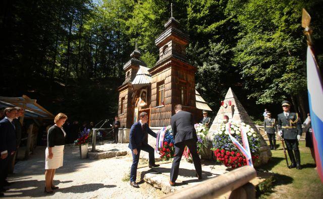Spominska slovesnost pri Ruski kapelici pod Vršičem. FOTO: Jure Eržen/Delo
