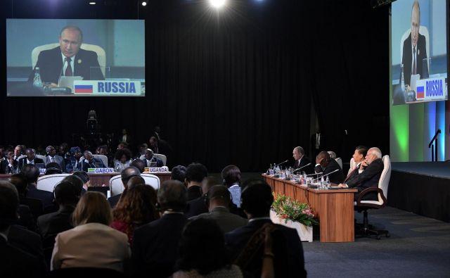 Voditelji Bricsa, med njimi je tudi Vladimir Putin, so povedali, da se povezujejo v boju proti kriminalu v kibernetičnem prostoru. FOTO: Reuters