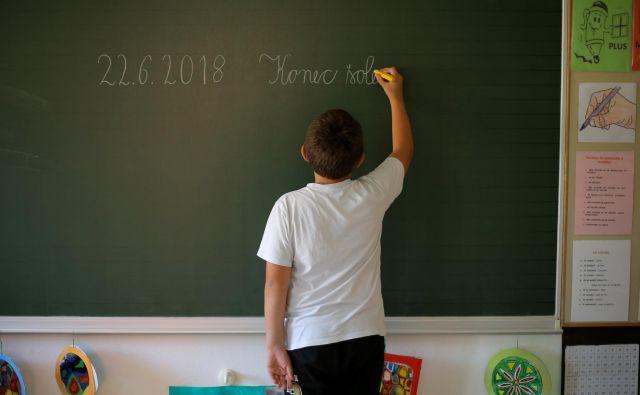 Kaos na trgu poglablja tudi socialne razlike na šolskih hodnikih.FOTO: Jože Suhadolnik/Delo